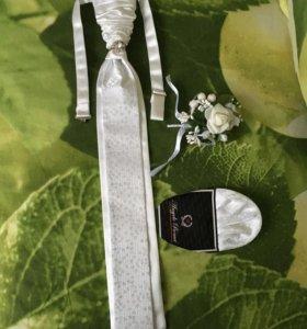 Для свадьбы: галстук, сундучок, подушечка