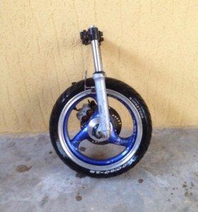 Вилка в сборе с колесом на 50 кубовый скутер