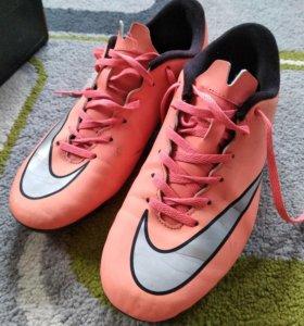 Продам футбольные бутсы Nike Mercurial.