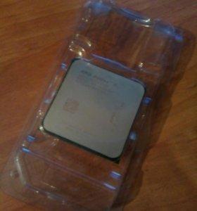 Процессор AMD Phenom    X3•