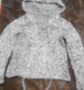 свитер толстой вязки с капюшоном