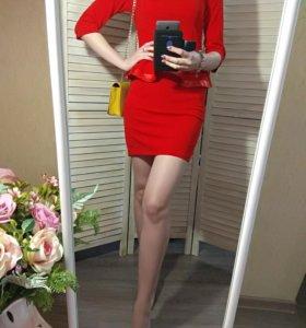 Новое красное платье с баской