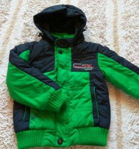 Продам куртку на мальчика (на 4 года)