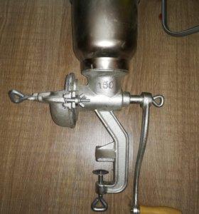 Ручная зернодробилка - мельница