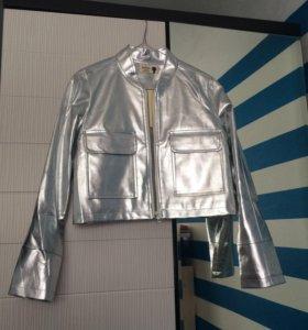 Укороченная серебристая куртка