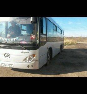 Автобус с городским маршрутом