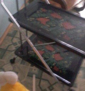 Двухэтажный столик на колесиках