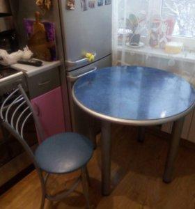 Круглый стол с 4 стульями