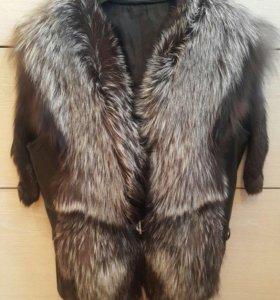 Кожаный жилет с мехом