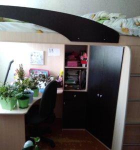 Двухъярусная кровать со столом и шкафами
