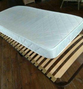 Кровать с ортопедическим матрасом на ламелях