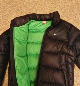 Мужская куртка Nike.