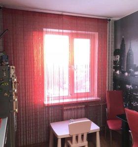 Красные шторы со стеклярусом