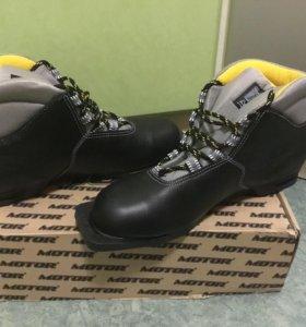 Ботинки лыжные, 44 р-р.Новые.