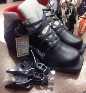 Ботинки лыжные новые с креплениями р 45