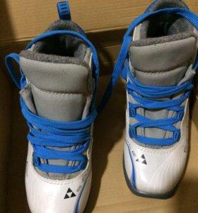 Ботинки лыжные фирма Фишер
