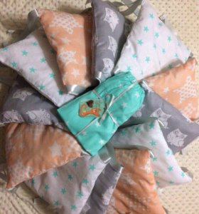 Бортики для детской кроватки с простынкой