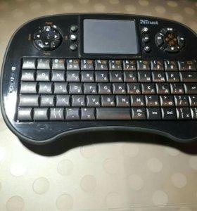 Игровая беспроводная клавиатура с тачскрином.