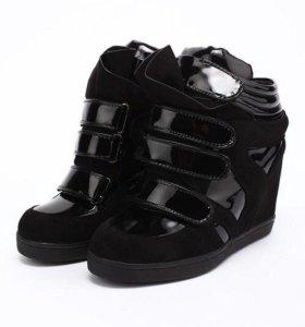 Тёплые сникерсы, ботинки.