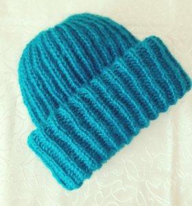 Мягкая шапочка из мохера с двойным подворотом