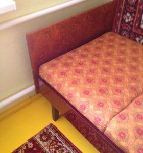 кровать деревянная с матрацем
