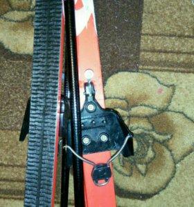 Лыжи и палки и ботинки