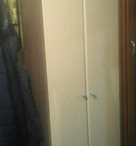 Срочно продам шкаф плательный
