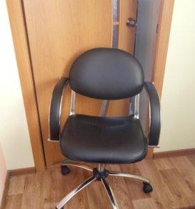 Кресло для офиса и парехмахерской