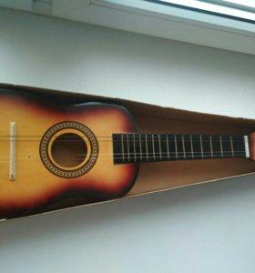Детская гитара, нет 2х струн