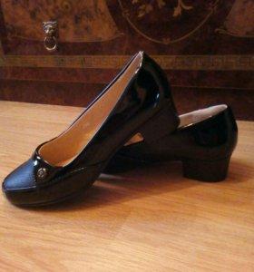 Новые, лаковые туфли