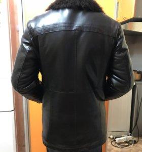 Куртка кожаная зимняя с мехом енота размер 52