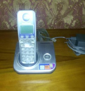 Радиотелефон  панасоник в рабочем состоянии.