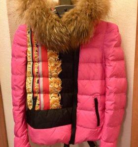 Яркая куртка с натуральным мехом