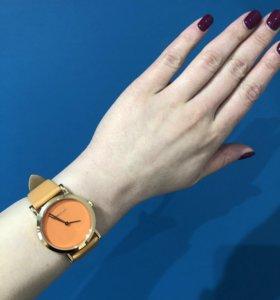 Часы женские кожаные новые Sunlight