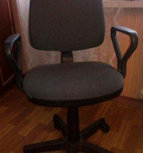 Офисный стул-кресло