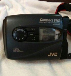 Видеокамера JVC GR-AX210