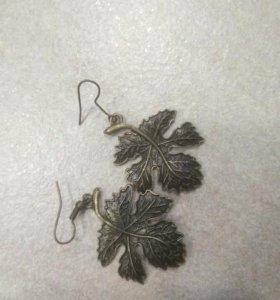 Сережки в форме листочков