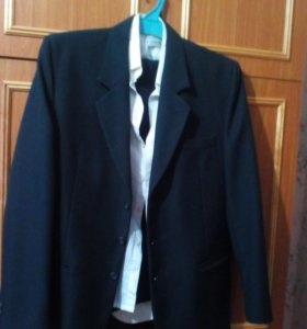 пиджак .брюки и рубашка