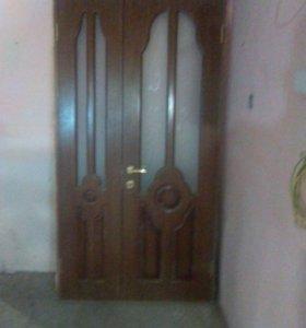 Продаю деревянную дверь б/у