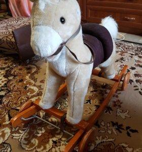 Продаю лошадку музыкальную