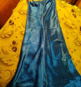 Вечернее платье на бретельках 42 размер