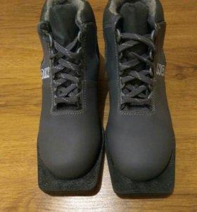 Ботинки лыжные , размер 36 , состояние идеальное