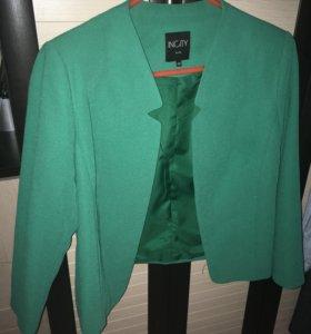Красивый зелёный пиджак