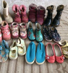 Отдам обувь на девочку