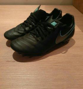Бутсы футбольные Nike Tiempo