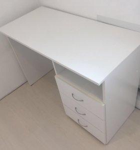 Письменный/компьютерный стол белого цвета
