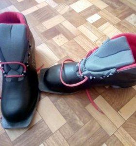 Новые лыжные ботинки 42 размера