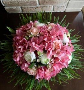 Цветы искусственные в вазе