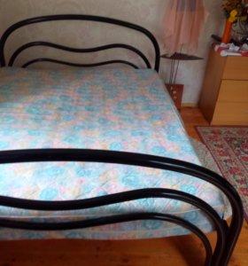 кровать 2х спальная с матрасом
