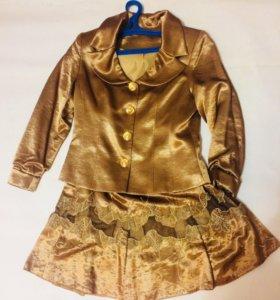 Золотой костюм двойка пиджак и юбка